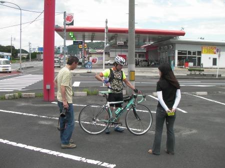 375号線終点にて。仙人さんとロラコさん(photo by えこにん)