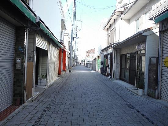 三津の商店街へと