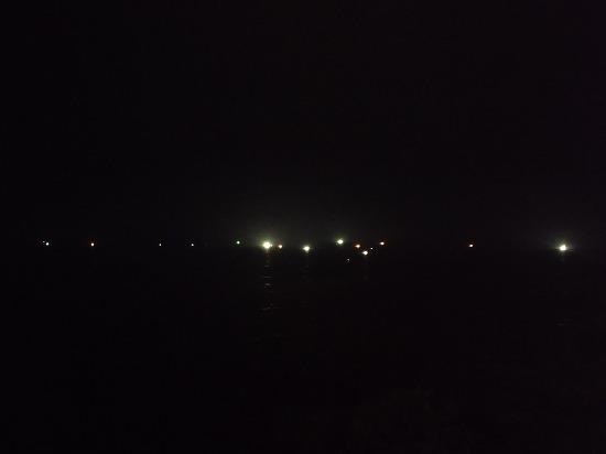 イカ釣り船の灯
