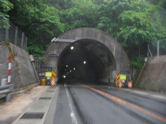 何某トンネル