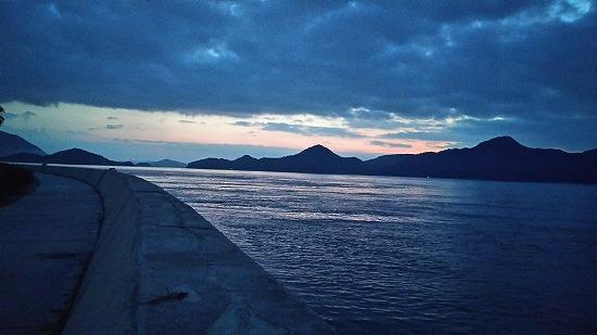 須波の夜明け