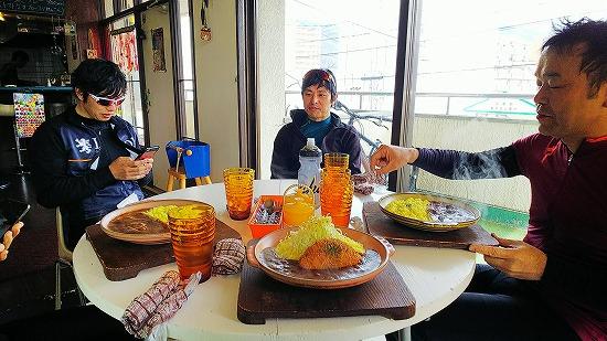 昼食はイーズイート Photo by KAWAさん