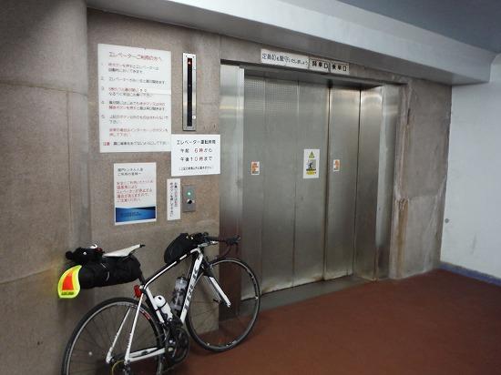 九州側エレベータ