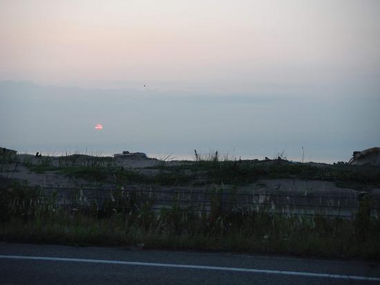 陽が沈む…