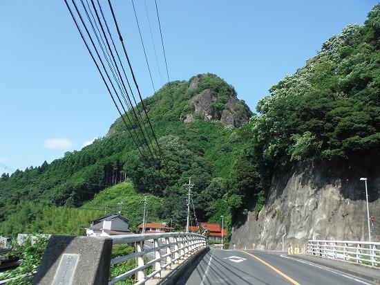 とんがった山 2