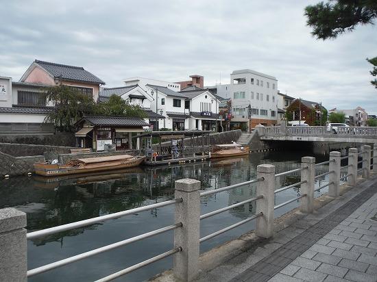 京橋川沿い