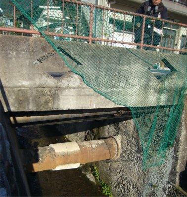 ヘリテージ・橋の下の鉄管